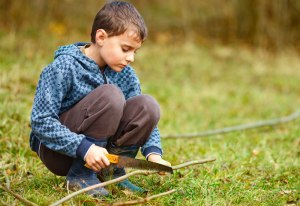 stonebury_learning_boy_handsaw