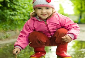 stonebury_learning_puddle_girl