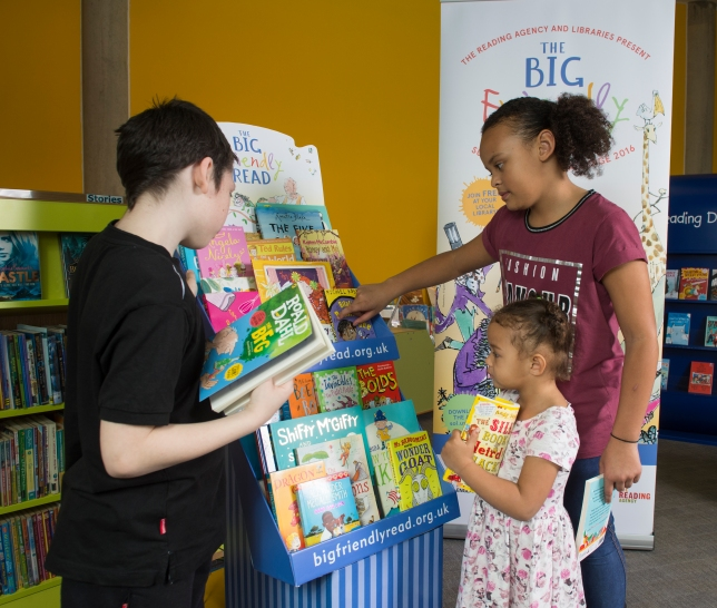 SRC 2016 - kids with book display (1)